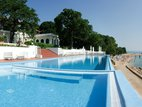 Oasis Hotel, Riviera