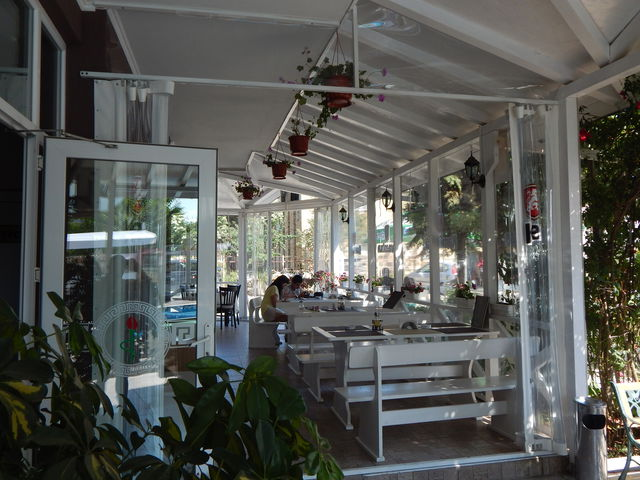 Prestige House Hotel - Food and dining