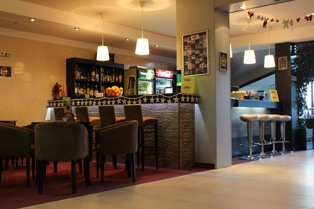 Mountain Paradise by the Walnut Tree Hotel - Food and dining