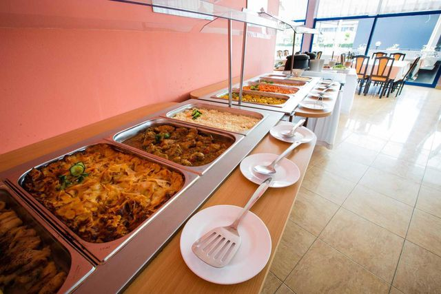 Hotel Bohemi - Food and dining