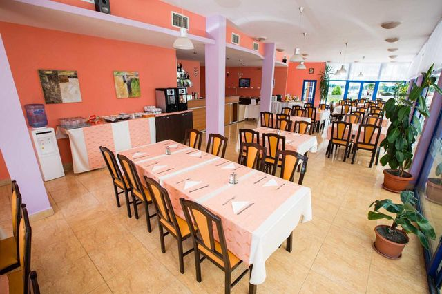 Bohemi Hotel - Food and dining