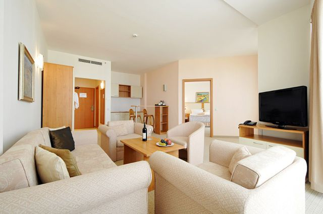 DoubleTree by Hilton - Family room