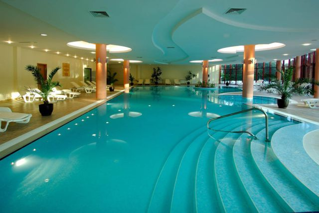 DoubleTree by Hilton - Indoor pool