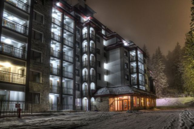 Kamelia Hotel - Kamelia hotel by night